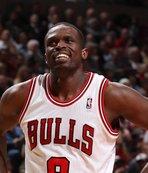 Loul Deng Chicago Bulls formasıyla emekliye ayrıldı