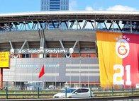 Galatasaray TT Stadı'nda şampiyonluğu kutluyor