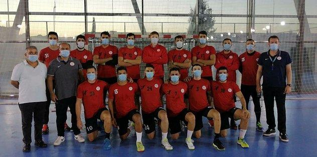 Antrenmana maskeyle çıktılar