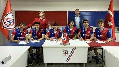 Altınordu'da 6 futbolcu ile profesyonel sözleşme imzalandı