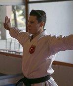 Karateci Özdemir zirveden inmek istemiyor