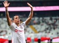 Beşiktaşlı Adriano için Japonya'dan resmi teklif geldi