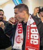 Antalya'da Poldi rüzgarı! Yıldız oyuncu şehre böyle geldi