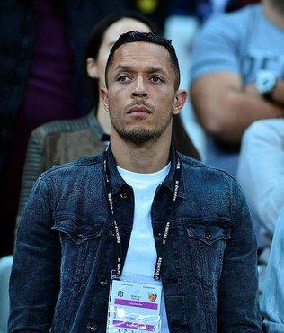 Beşiktaş'tan sakatlık açıklaması: Adriano