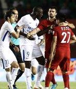 Demba Ba'ya ırkçı saldırı! Beşiktaş'tan destek