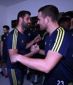 Takım arkadaşlarından Volkan Demirel'e sürpriz