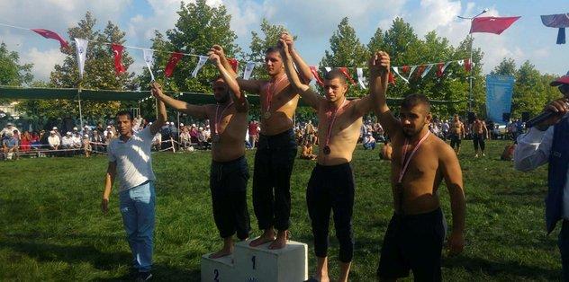 İzmitli güreşçiler Kandıra'dan madalyayla döndü