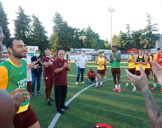 futbolu birakan selcuk inana floryada duygusal veda 1595354782491 - Futbolu bırakan Selçuk İnan'a Florya'da duygusal veda!
