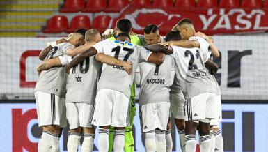 Çifte kupalı Beşiktaş İstanbul'a döndü