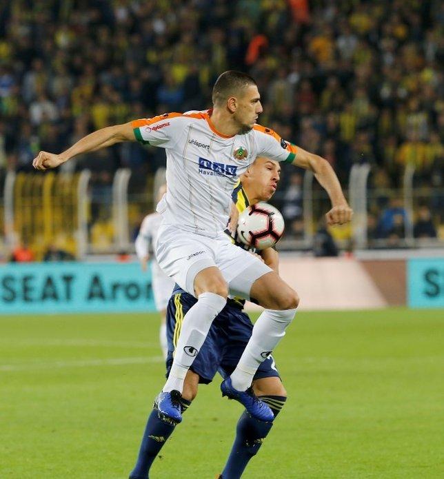 Alanyasporlu futbolculardan Koray Şener jesti