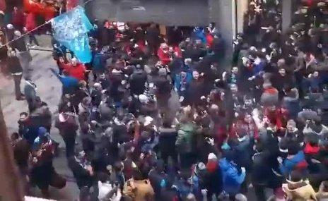 Trabzonspor taraftarı GS Store'a saldırdı