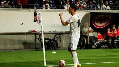 Mesut Özil'den öpücük!