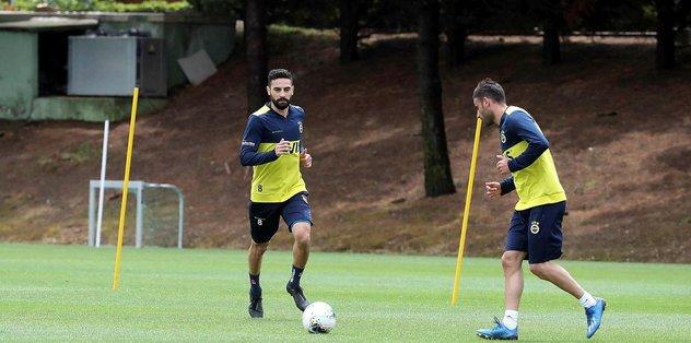 Sosyal mesafeli çalışmaya devam - Futbol -