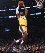 LeBron James'in rekor kırdığı maçta kazanan Lakers!