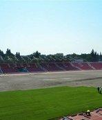 Stada çim seriliyor