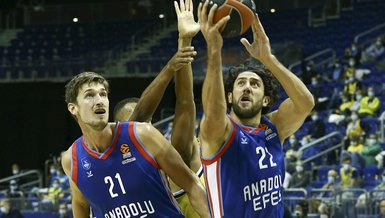 Anadolu Efes gets season's first EuroLeague win
