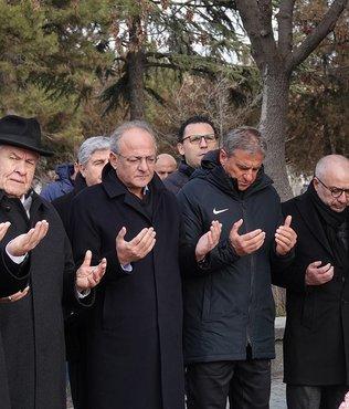 İlhan Cavcav 3'üncü ölüm yıl dönümünde kabri başında anıldı