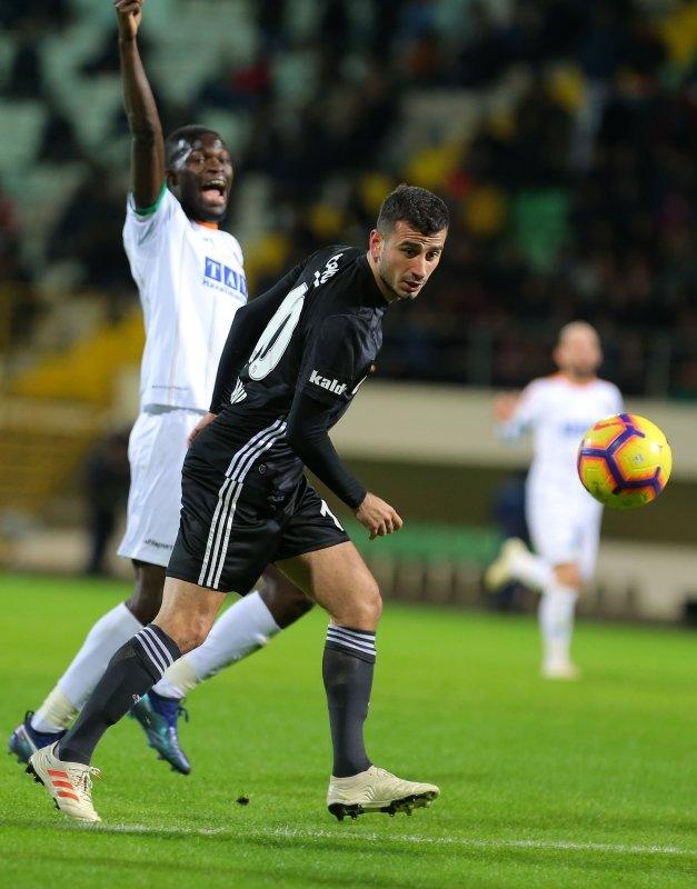 Oğuzhan Özyakup Fenerbahçe'ye transfer olacak mı? Menajeri açıkladı