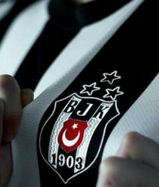 Beşiktaş'ta Adriano derbide yok