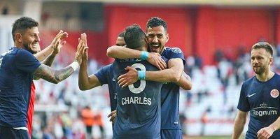 Antalyaspor 3 puanı 2 golle aldı
