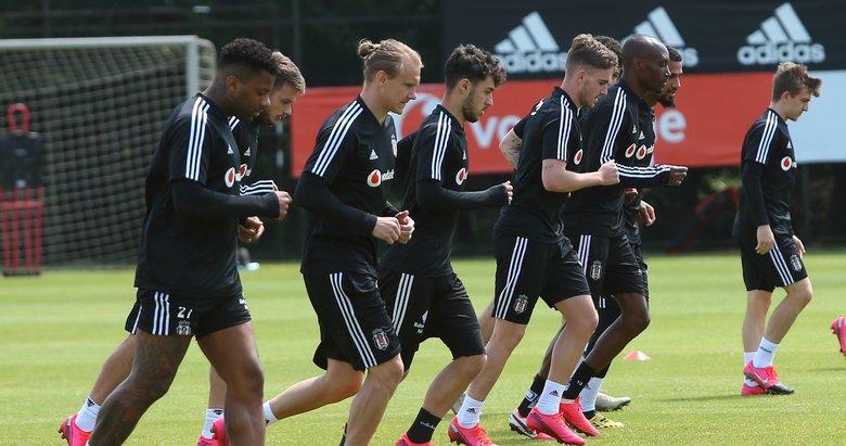 Beşiktaş çalışmalarını sürdürüyor! İşte antrenmandan kareler