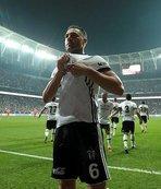 Beşiktaş'ta flaş karar! Tosic gidiyor, Ba dönüyor