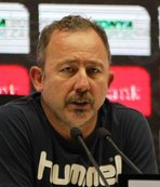 """Konyaspor'da kalmak isterim"""