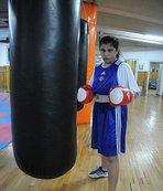 Milli boksör Busenaz Sürmeneli, Avrupa şampiyonu oldu