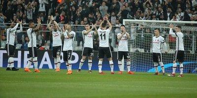 Beşiktaşlı taraftarlardan alkışlı destek!