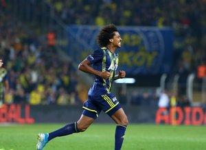 Fenerbahçe'de Gustavo jeneriklik bir gol attı sosyal medya yıkıldı!