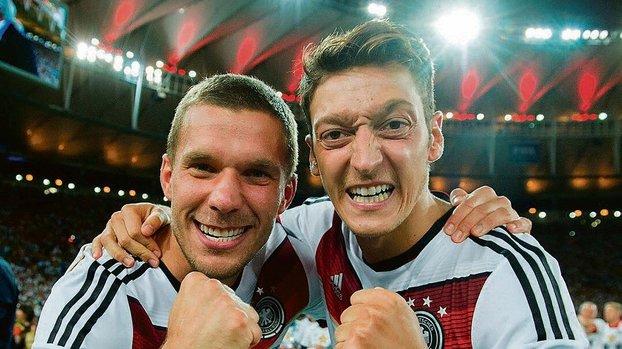 Lukas Podolski'den Mesut Özil'e geçmiş olsun mesajı! #