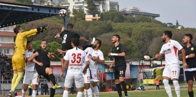 İzmir derbisinde gülen taraf Bergama Belediyespor