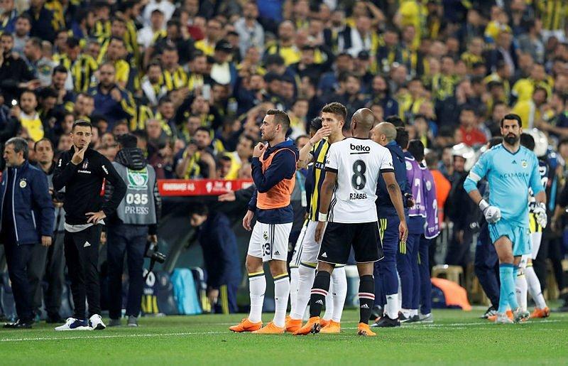 Fenerbahçe-Beşiktaş maçında an an yaşanan olaylar