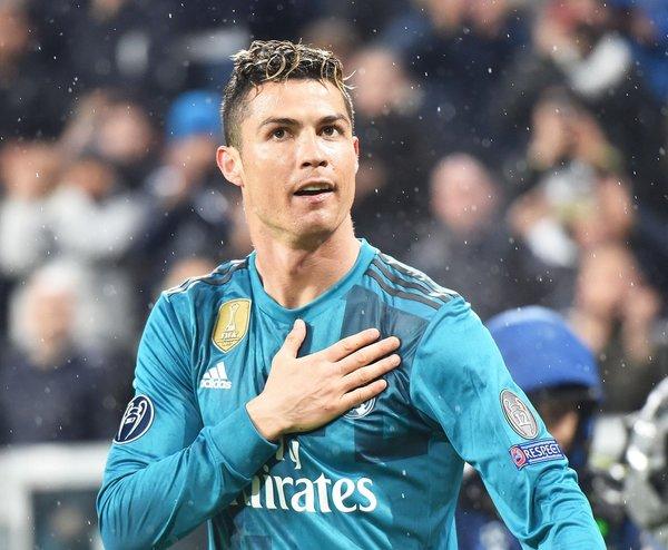 Ronaldo, Buffon'u emekli etti!