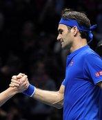 Federer, Thiem'i 2-0 mağlup etti