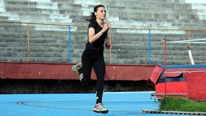 Son dakika spor haberleri: Fenerbahçe forması giyen milli atlet Melike Malkoç corona virüsüne yakalandı