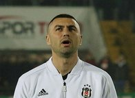 Burak Yılmaz Beşiktaş formasını giydi sosyal medya çıldırdı!
