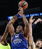 Anadolu Efes stuns Barcelona in EuroLeague play
