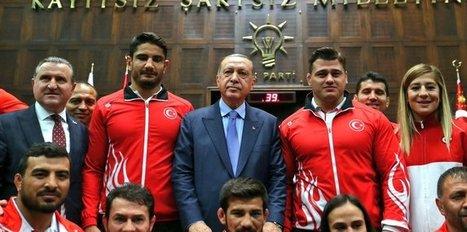 Cumhurbaşkanı Erdoğan, şampiyon güreşçileri kabul etti