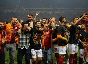 """""""Galatasaray çatır çatır şampiyon oldu"""""""