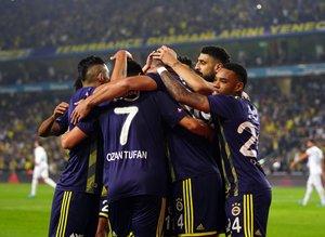 """Ünlü yorumcudan flaş sözler! """"Fenerbahçe'ye operasyon yapılıyor"""""""