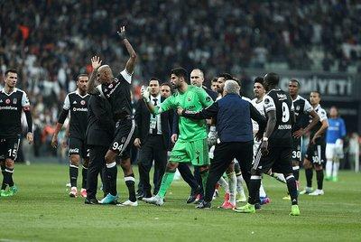 Fenerbahçe Beşiktaş derbileri olaylı bitiyor