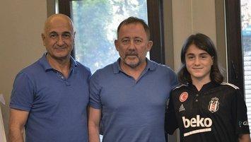 Beşiktaş'tan genç transfer! Formayı giydi