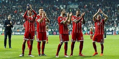 Bayernli futbolcular tribünleri alkışları