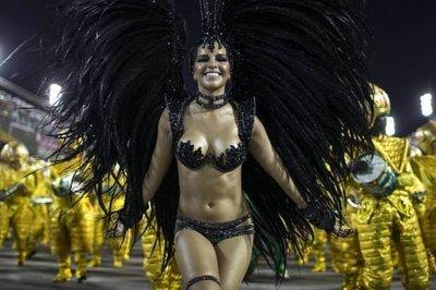 Rio Karnavalı'nda dev langırt
