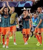 Ajax Valencia deplasmanında farklı kazandı