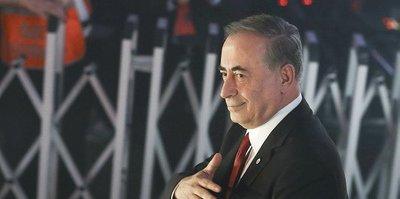 Galatasaray Başkanı Mustafa Cengiz 3'lü çektirdi