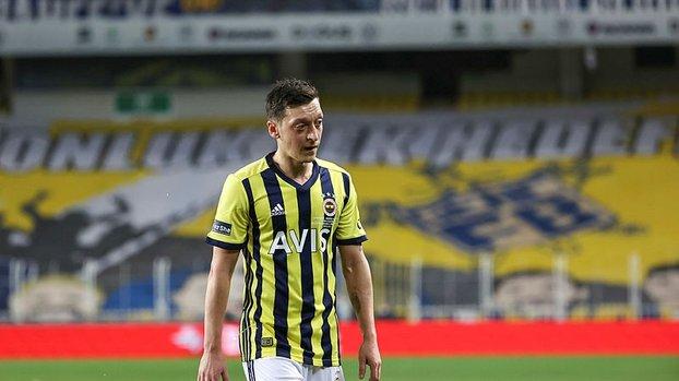Mesut Özil Fenerbahçe'de kariyerinin en kötü başlangıcını yaptı! #