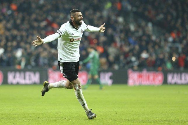Beşiktaş'ta Burak Yılmaz taraftarla buzları eritti!
