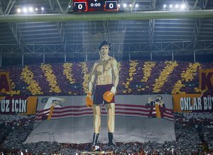 Galatasaray taraftarından derbide Rocky koreografisi
